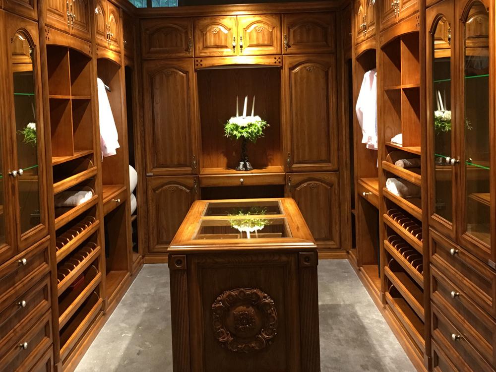 Oak wood walk-in closet